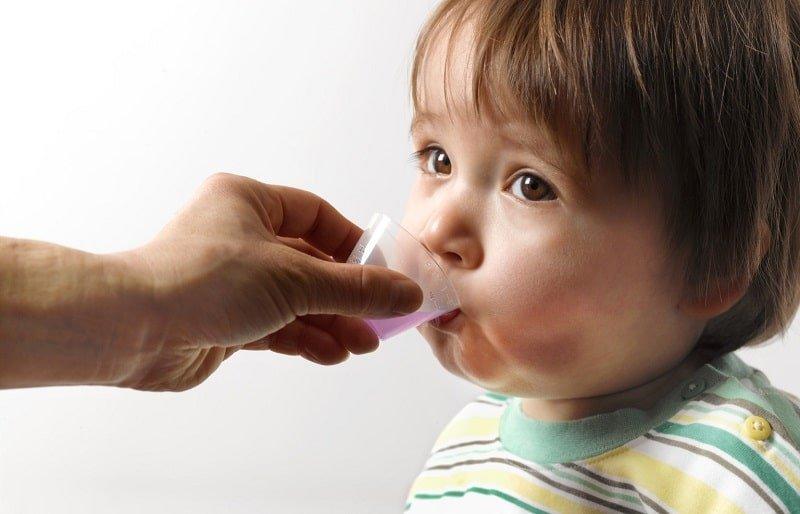 [ Mẹ Nên Biết ] Một Số Sai Lầm Cần Tránh Khi Cho Trẻ Uống Thuốc ?