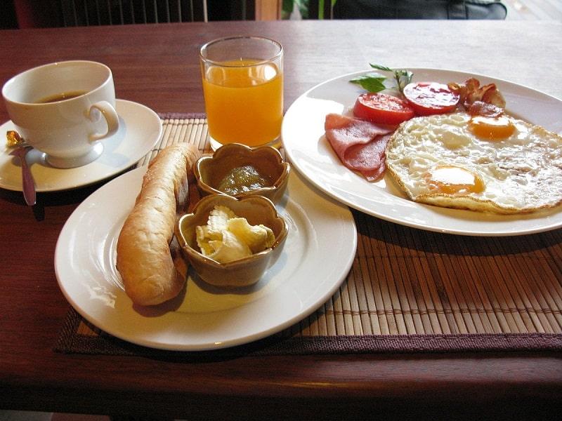 ăn sáng trị bệnh đau dạ dày