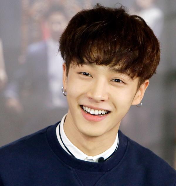 Gi - Kwang từng là ca sĩ solo và ra mắt đĩa đơn Dancing Shoesvới tên AJ (Ace Junior).