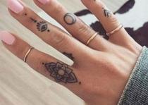 ngòn tay xưm tatto điện tâm đồ