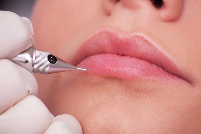 Phun môi thẩm mỹ để cải thiện sắc màu môi