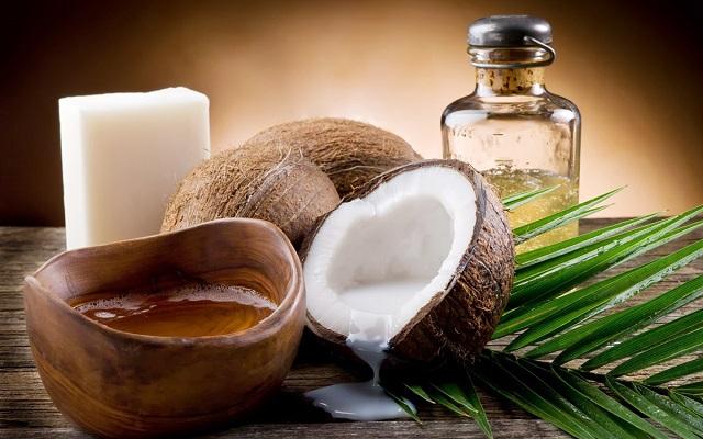 Tẩy trang cho da dầu bằng dầu dừa