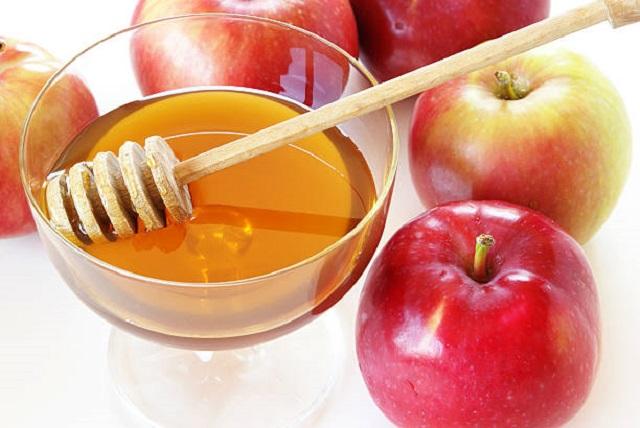 Mặt nạ trị mụn thâm se khít lỗ chân lông táo và mật ong